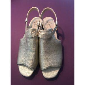 Life Stride Mona Gold Metallic Sandal Size 8.5M